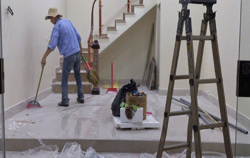 công đoạn vệ sinh nhà ở sau xây dựng