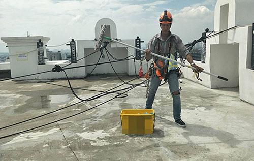 dịch vụ vệ sinh kính tòa nhà cao tầng TP. HCM