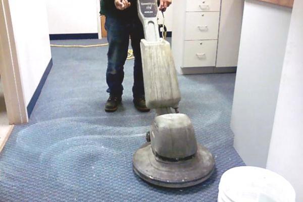 Quy trình vệ sinh sẽ trở nên hiệu quả hơn khi có hỗ trợ của máy móc hiện đại