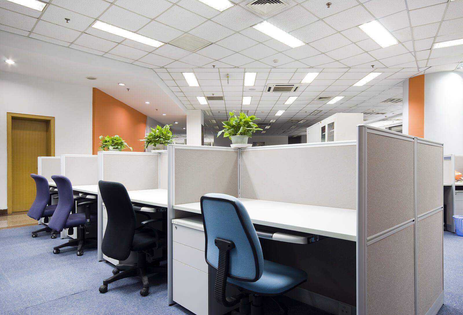 Vệ sinh văn phòng thường xuyên giúp không gian làm việc luôn thoáng mát, sạch đẹp