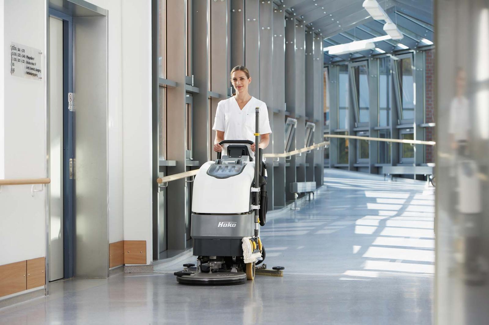 Tổng vệ sinh toàn bộ tòa nhà với hệ thống máy móc hiện đại nhất