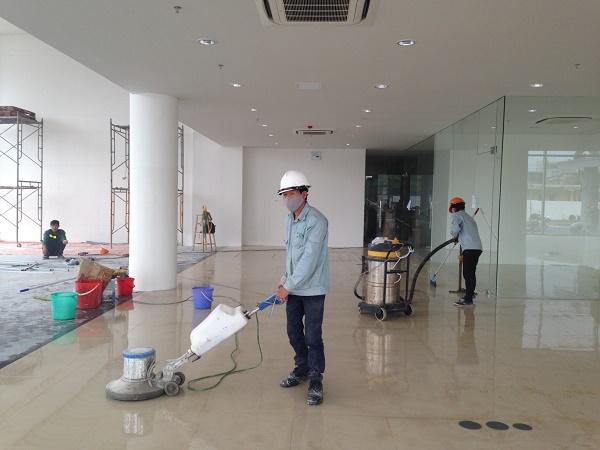 Gia Khang thực hiện vệ sinh theo đúng quy trình