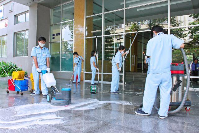Có rất nhiều loại máy được sử dụng trong vệ sinh công nghiệp.