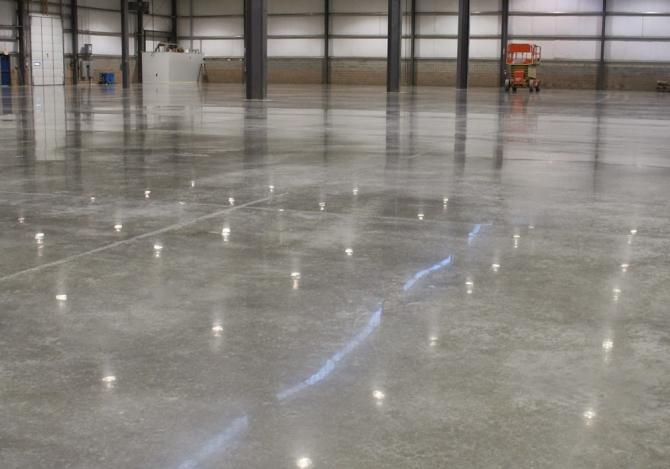 Đánh bóng sàn bê tông với thiết bị chuyên dụng