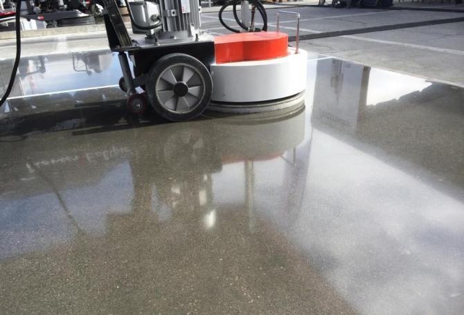 Đánh bóng sàn bê tông bằng gì?